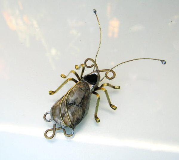 staklene iskre buba broš insekti