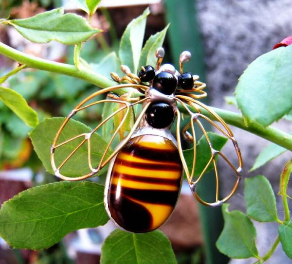 szaklene iskre pčela broš