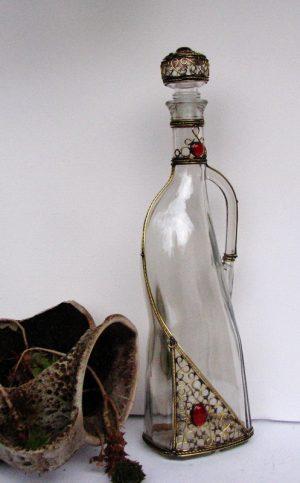 Flaša za rakiju crvena sa ručkom