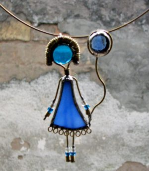 Devojčica sa balonom ogrlica plava