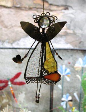 Anđeo-ukras za prozor ćilibar-providna