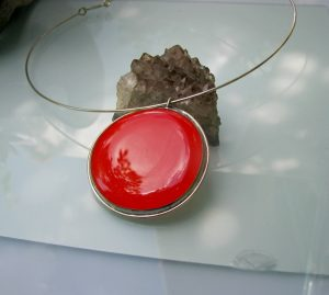 Ogrlica medaljon-crvena