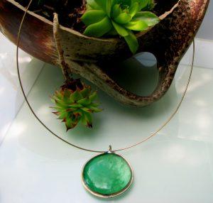 Ogrlica medaljon-svetlozelena