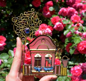 Vojvođanska kućica sa drvetom plava