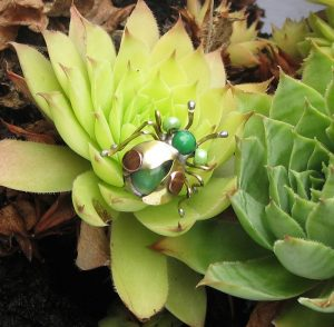 Bubamara broš zelena